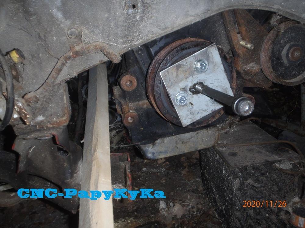 PapyKy démonte une poulie vibrequin 2.500 cc TD Pb261315