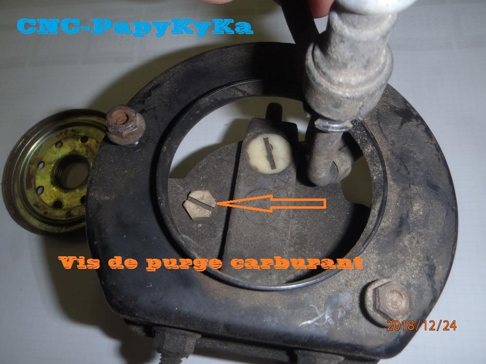 PapyKy a démonter un filtre a carburant diesel S2 Pc240410