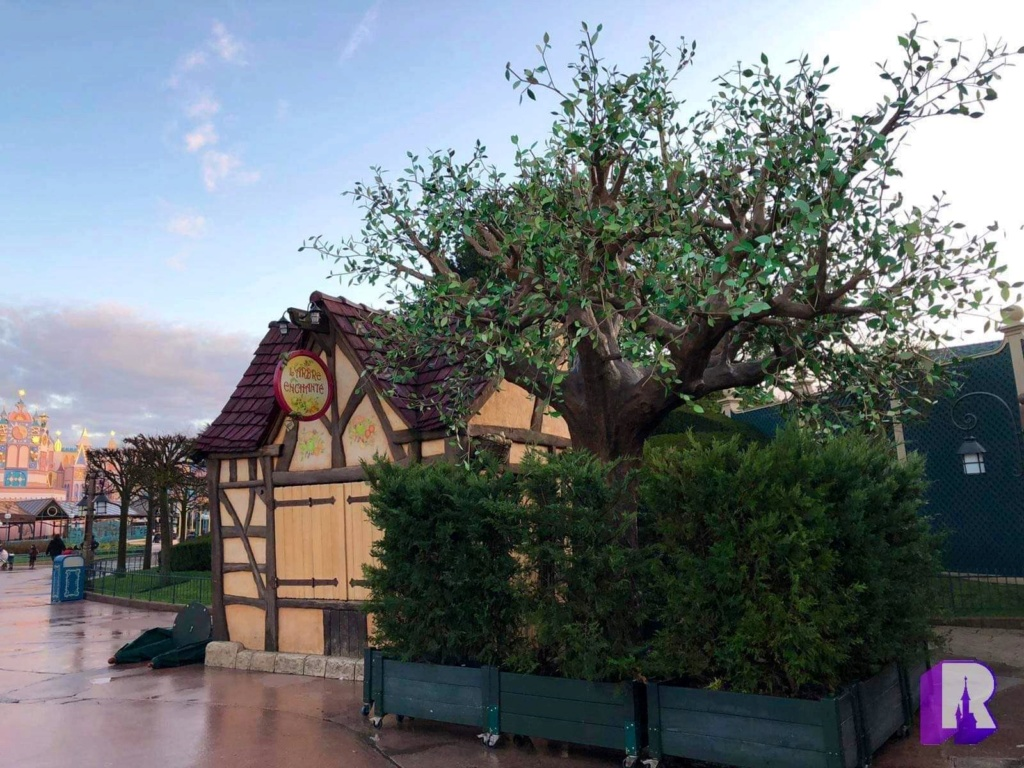 Elements absents - Négligence du Parc Disneyland ? - Page 3 8228b610