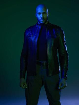 Les Agents du S.H.I.E.L.D [ABC/Marvel - 2013] - Page 9 D344ru10