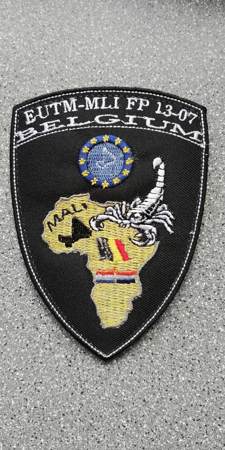 INSIGNES BELGES * MISSION EXTERIEURE OTAN ISAF ONU KFOR ISFOR SFOR ... Img_2327