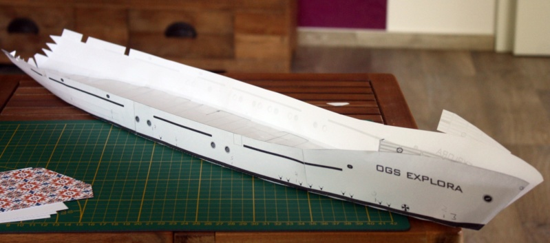 OGS  EXPLORA  Ein Forschungsschiff M 1: 100, nicht von Pappe  Img_0258