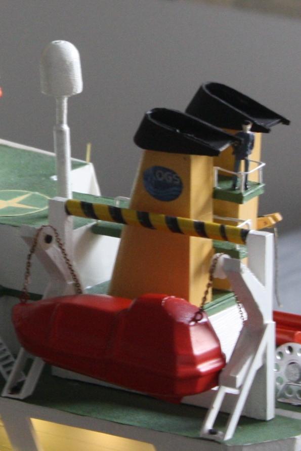 OGS  EXPLORA  Ein Forschungsschiff M 1: 100, nicht von Pappe  - Seite 10 Img_0440