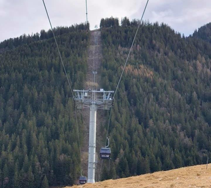 Construction Télécabine débrayable 10 places (TCD10) du Bois - Arêches 12814810