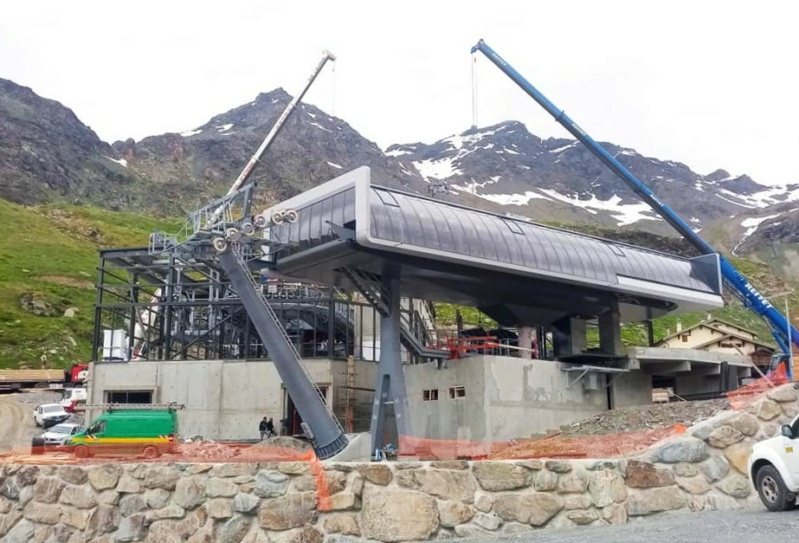 Construction télécabine débrayable 10 places (TCD10) Orelle - Caron 3 Vallées Express 20165011