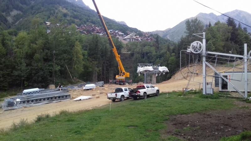 Construction télécabine débrayable 8 places (TCD8) de l'Enversin, Oz-Vaujany - BMF Bartholet 20170811