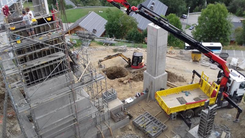 Construction télécabine débrayable 8 places (TCD8) de l'Enversin, Oz-Vaujany - BMF Bartholet 20170812