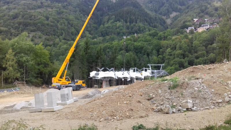 Construction télécabine débrayable 8 places (TCD8) de l'Enversin, Oz-Vaujany - BMF Bartholet 20170813
