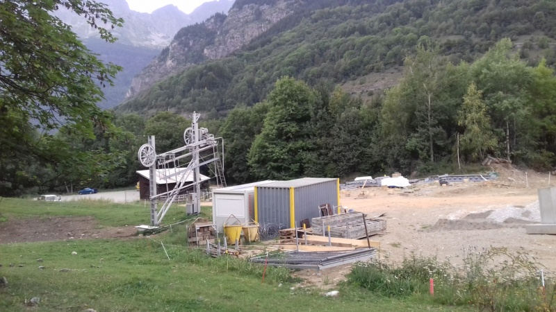 Construction télécabine débrayable 8 places (TCD8) de l'Enversin, Oz-Vaujany - BMF Bartholet 20170815