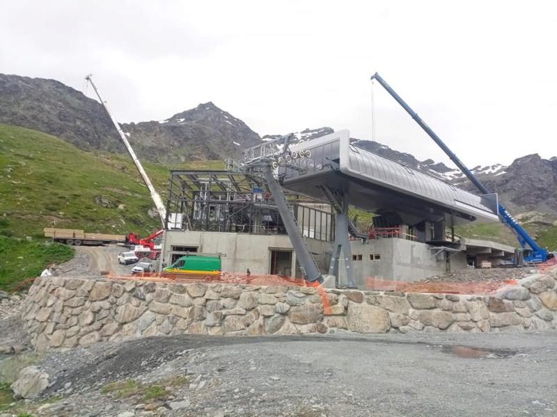 Construction télécabine débrayable 10 places (TCD10) Orelle - Caron 3 Vallées Express 20315510