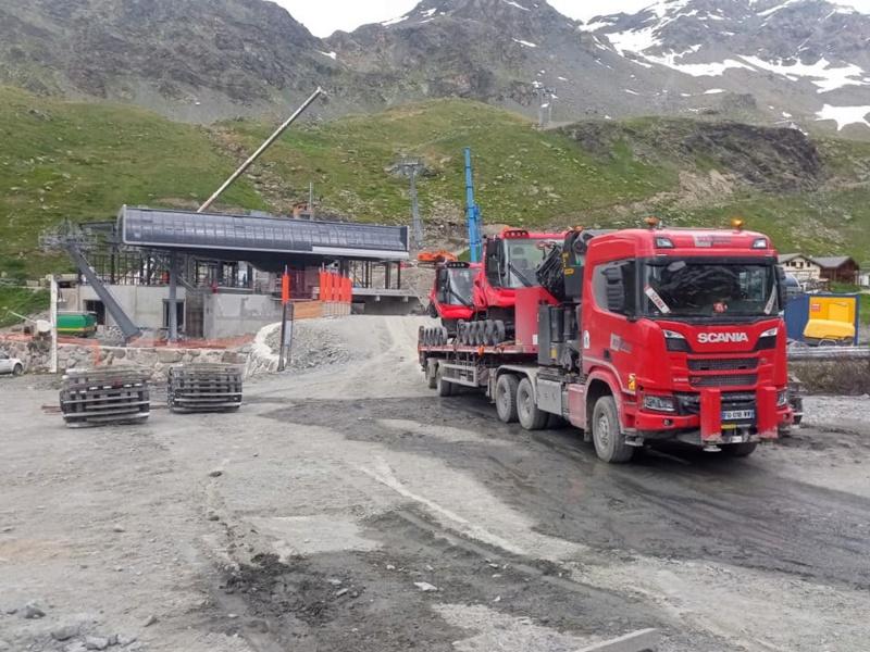 Construction télécabine débrayable 10 places (TCD10) Orelle - Caron 3 Vallées Express 20430210