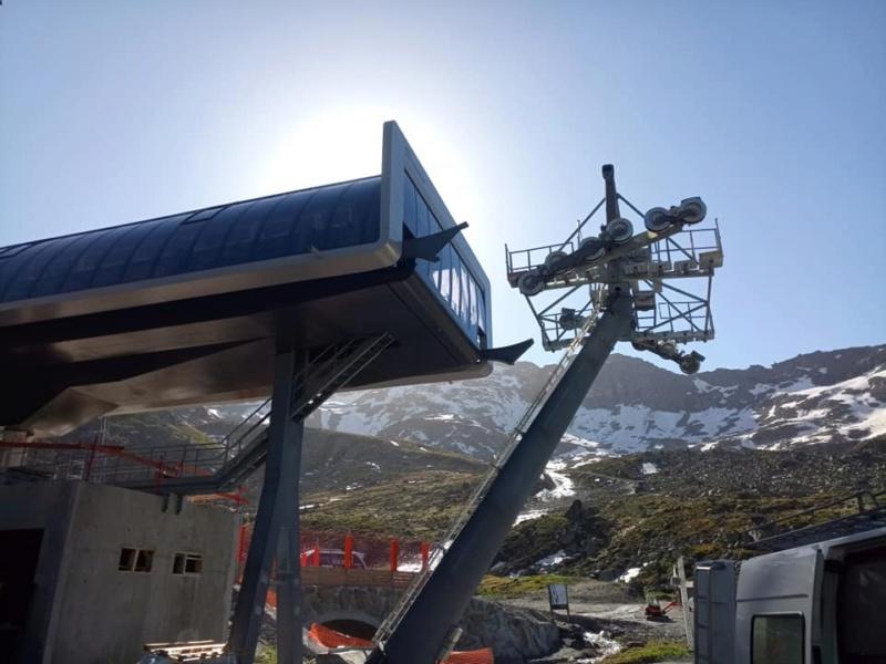 Construction télécabine débrayable 10 places (TCD10) Orelle - Caron 3 Vallées Express 20453410