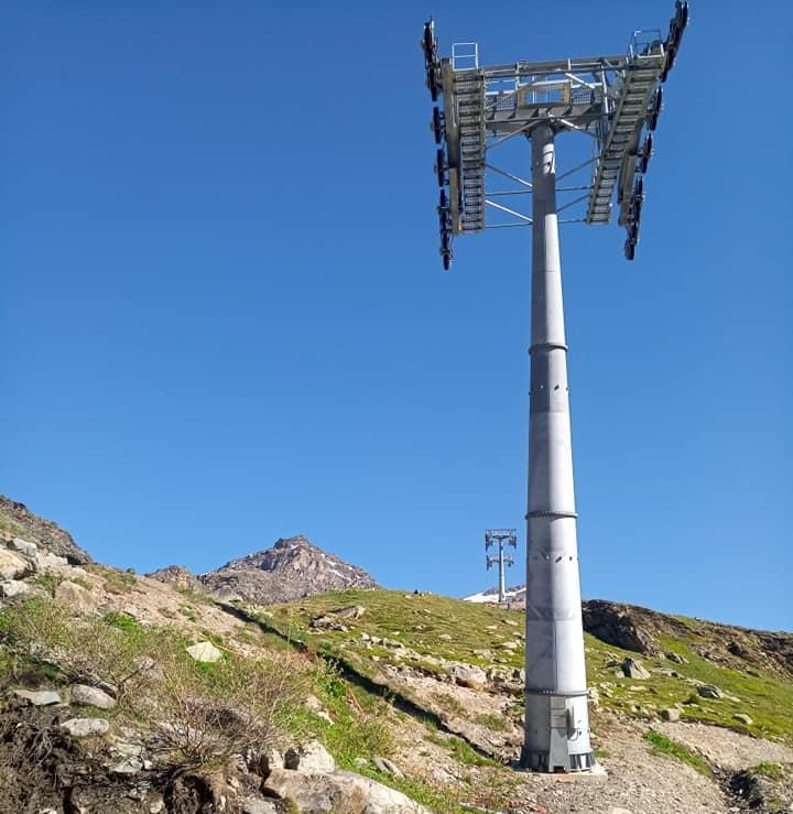 Construction télécabine débrayable 10 places (TCD10) Orelle - Caron 3 Vallées Express 20610710