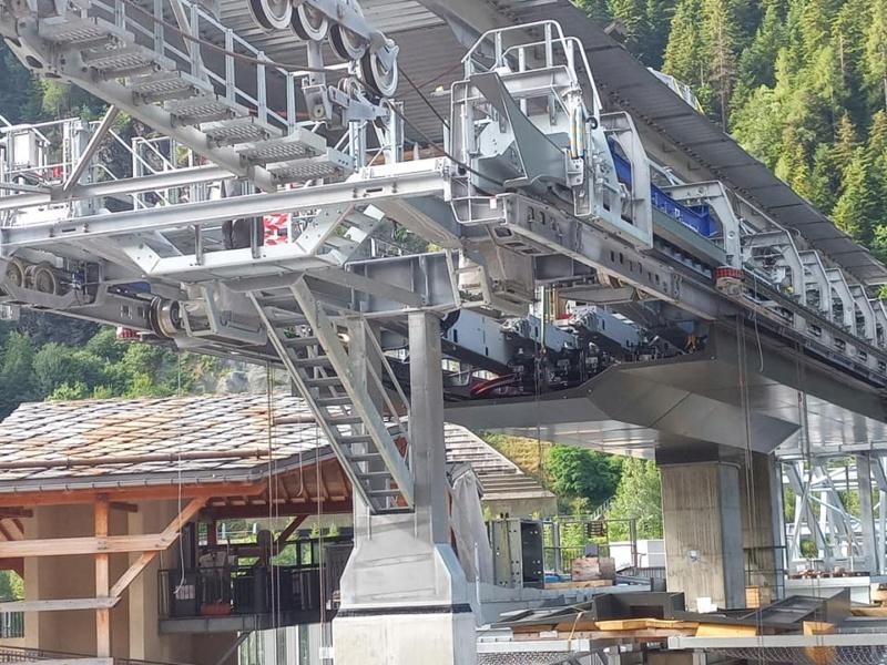 Construction télécabine débrayable 10 places (TCD10) Orelle - Caron 3 Vallées Express 23346710