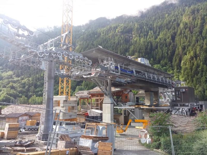 Construction télécabine débrayable 10 places (TCD10) Orelle - Caron 3 Vallées Express 23356710