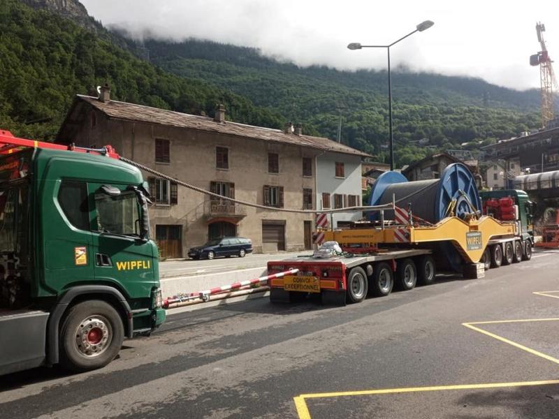 Construction télécabine débrayable 10 places (TCD10) Orelle - Caron 3 Vallées Express 23404110
