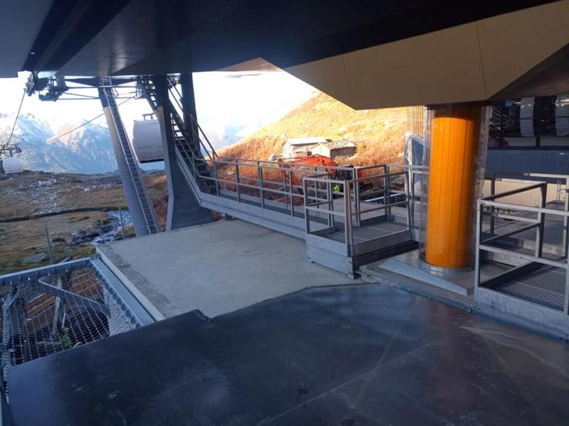 Construction télécabine débrayable 10 places (TCD10) Orelle - Caron 3 Vallées Express 24439811
