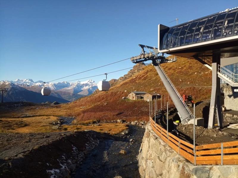 Construction télécabine débrayable 10 places (TCD10) Orelle - Caron 3 Vallées Express 24439812