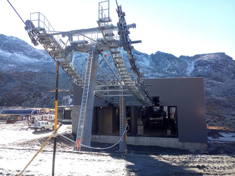 Construction télécabine débrayable 10 places (TCD10) Orelle - Caron 3 Vallées Express 24441710
