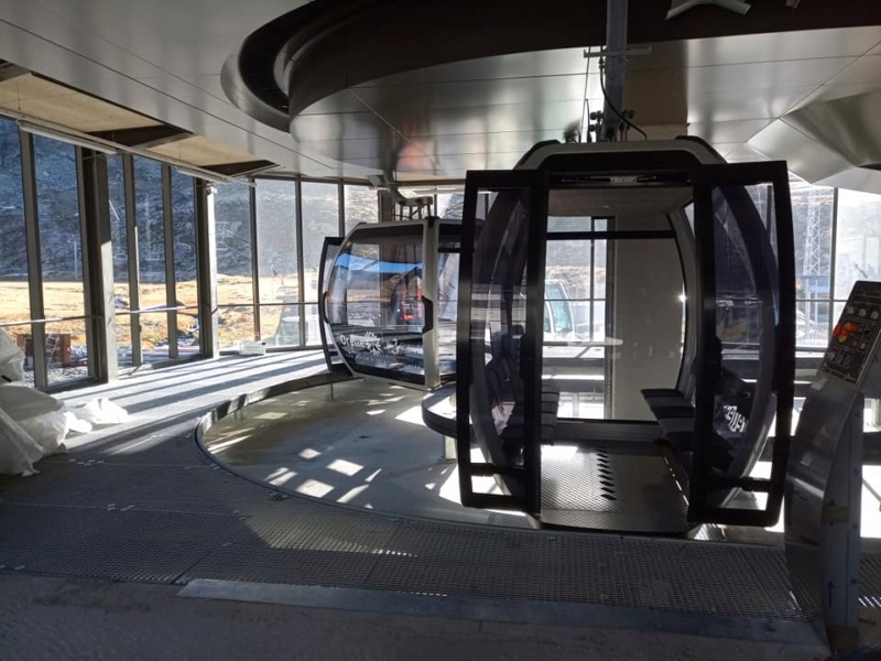 Construction télécabine débrayable 10 places (TCD10) Orelle - Caron 3 Vallées Express 24441810