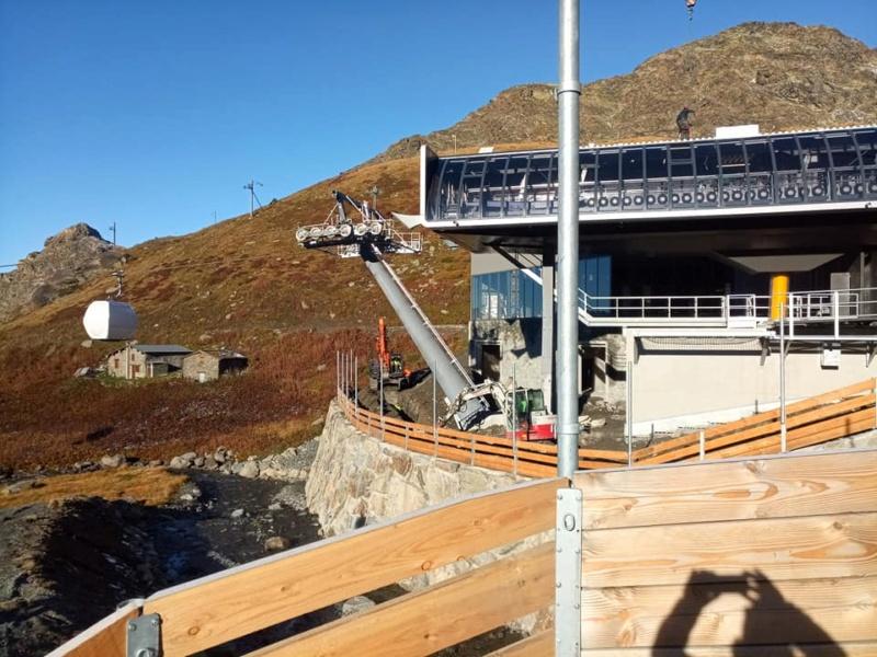 Construction télécabine débrayable 10 places (TCD10) Orelle - Caron 3 Vallées Express 24444710