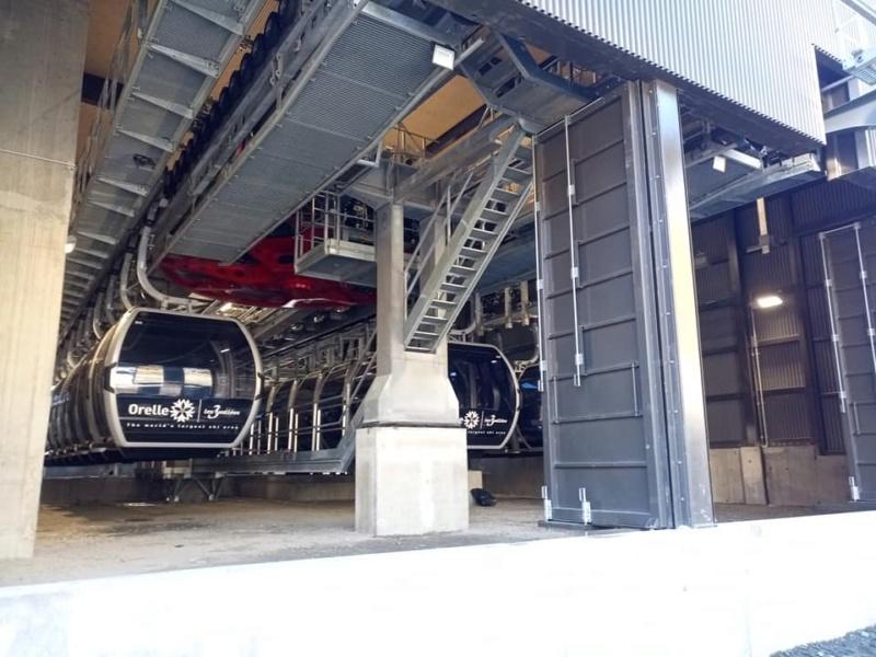 Construction télécabine débrayable 10 places (TCD10) Orelle - Caron 3 Vallées Express 24471110