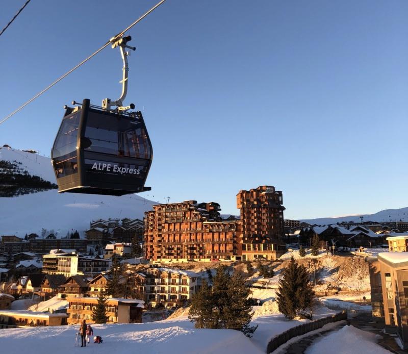 Télécabine débrayable 10 places (TCD10) Alpe Express  Cabine12