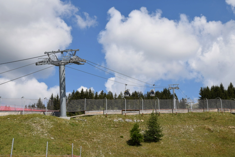 Télécabine débrayable 8 places (TCD8) les Villards - Leitner Dsc_0123