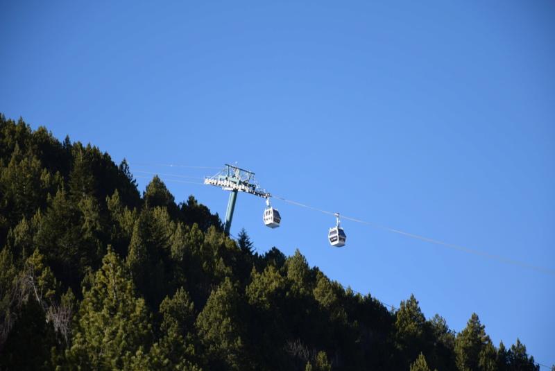 Télécabine débrayable 10 places (TCD10) El Tarter - Telecabinas desembragables Dsc_0570