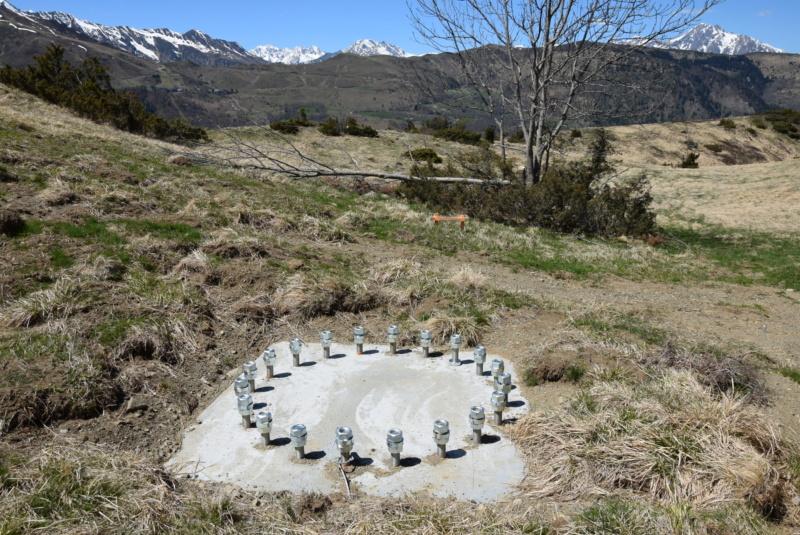 Construction Télécabine débrayable 10 places (TCD10) Peyragudes - Loudenvielle - Page 2 Dsc_2009