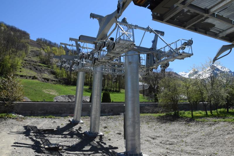 Construction Télécabine débrayable 10 places (TCD10) Peyragudes - Loudenvielle - Page 2 Dsc_2042