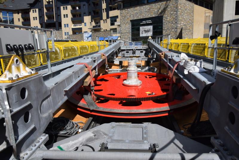 Construction Télécabine débrayable 10 places (TCD10) Peyragudes - Loudenvielle - Page 3 Dsc_2220