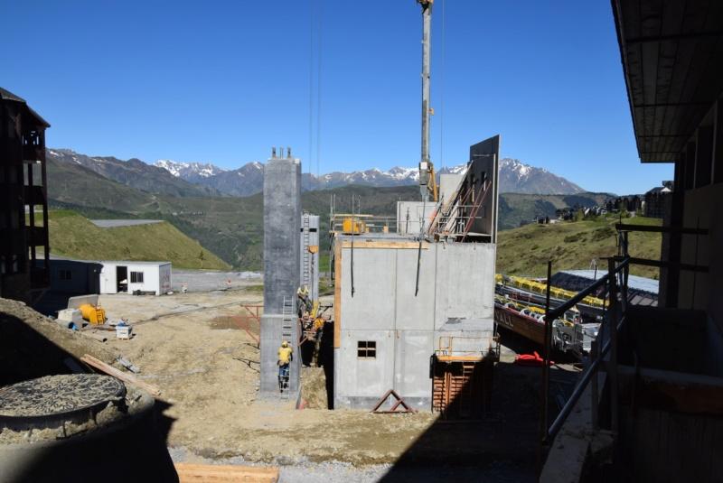 Construction Télécabine débrayable 10 places (TCD10) Peyragudes - Loudenvielle - Page 3 Dsc_2221