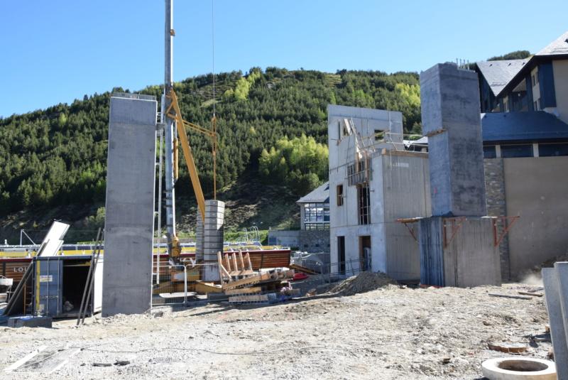 Construction Télécabine débrayable 10 places (TCD10) Peyragudes - Loudenvielle - Page 4 Dsc_2223
