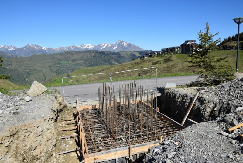 Construction Télécabine débrayable 10 places (TCD10) Peyragudes - Loudenvielle - Page 4 Dsc_2224