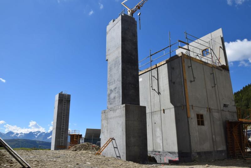 Construction Télécabine débrayable 10 places (TCD10) Peyragudes - Loudenvielle - Page 4 Dsc_2264