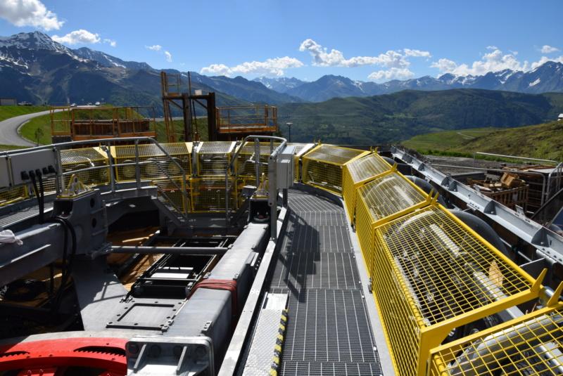 Construction Télécabine débrayable 10 places (TCD10) Peyragudes - Loudenvielle - Page 4 Dsc_2265