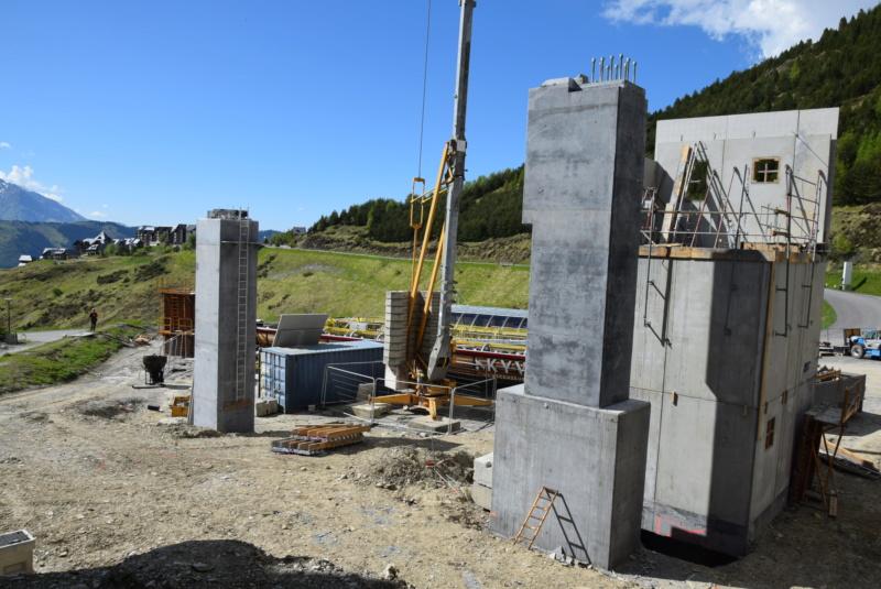 Construction Télécabine débrayable 10 places (TCD10) Peyragudes - Loudenvielle - Page 4 Dsc_2266