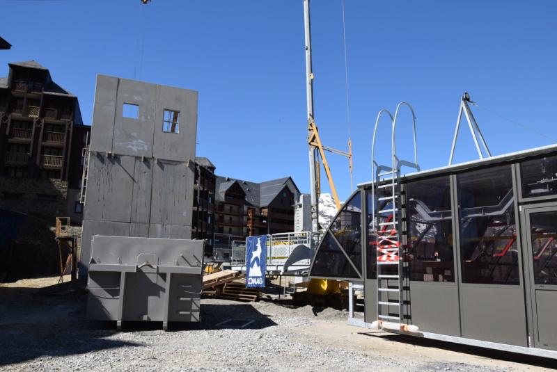 Construction Télécabine débrayable 10 places (TCD10) Peyragudes - Loudenvielle - Page 4 Dsc_2274