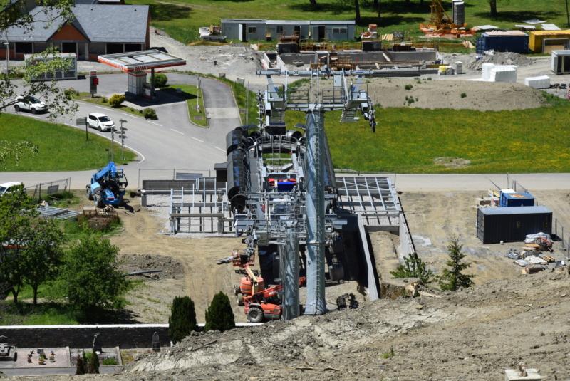 Construction Télécabine débrayable 10 places (TCD10) Peyragudes - Loudenvielle - Page 4 Dsc_2282