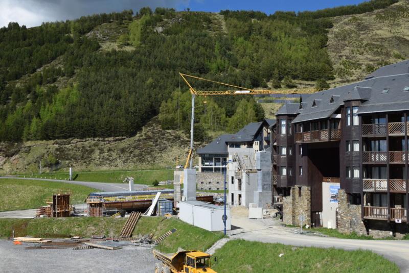 Construction Télécabine débrayable 10 places (TCD10) Peyragudes - Loudenvielle - Page 4 Dsc_2285