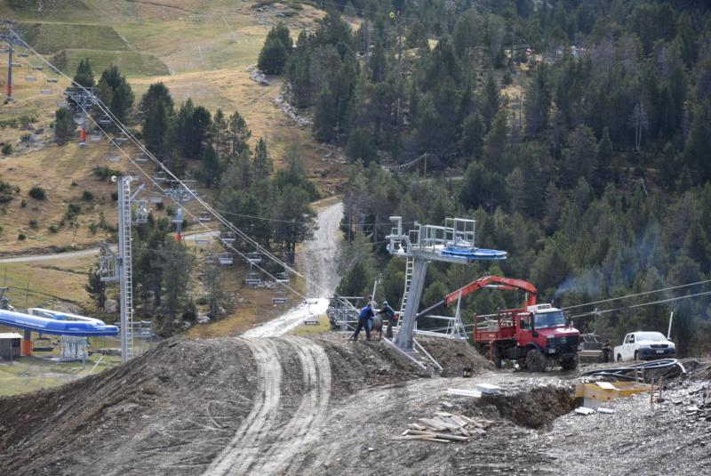 Extension, prolongation télésiège débrayable (TSD6) Pla de les Pedres Grau Roig – Grandvalira Dsc_3274