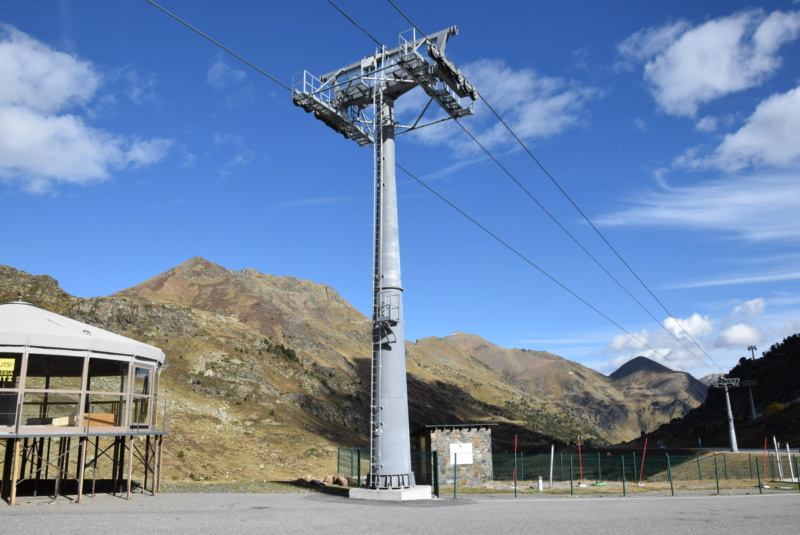 Télécabine débrayable 10 places (TCD10) D-Line - Tristaina Dsc_3310
