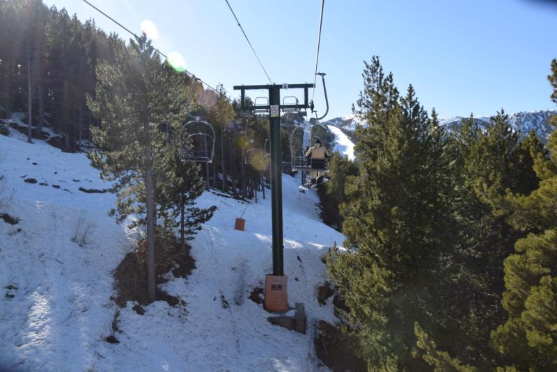 Télésiège fixe 2 places (TSF2) La Serra 1 - Telecadira Dsc_4139