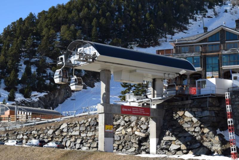 Télécabine débrayable 6 places (TCD6) Els Orriols Dsc_4221
