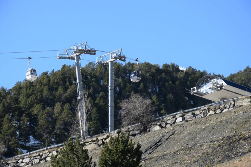 Télécabine débrayable 6 places (TCD6) Els Orriols Dsc_4224