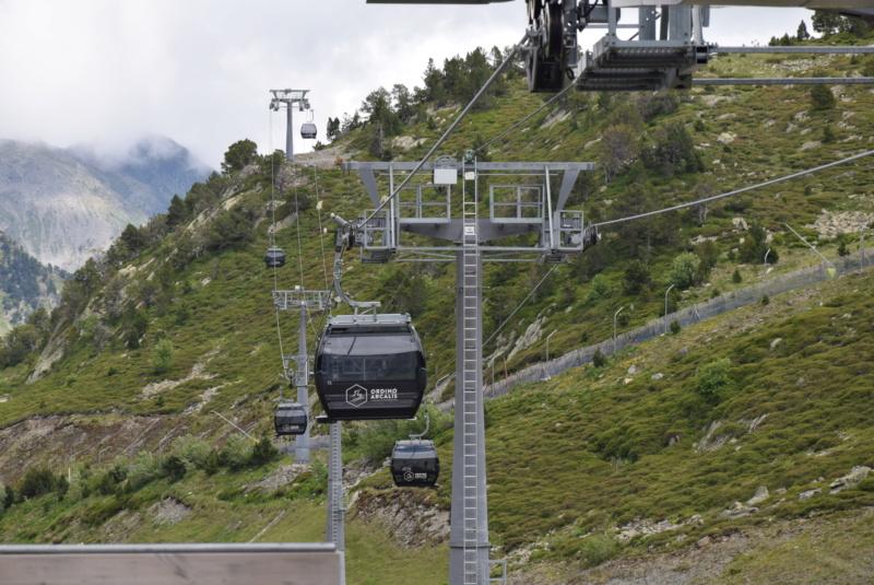 Télécabine débrayable 10 places (TCD10) D-Line - Tristaina Dsc_6023