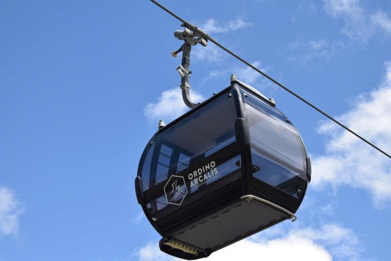 Télécabine débrayable 10 places (TCD10) D-Line - Tristaina Dsc_6028