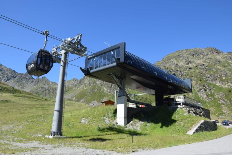 Télécabine débrayable 10 places (TCD10) D-Line - Tristaina Dsc_6076