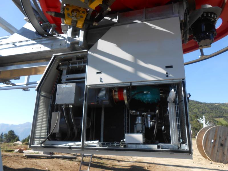 Construction télésiège fixe 4 places Bisorne (TSF4) - LST, Ax 3 Domaines - Page 2 Dscn6317